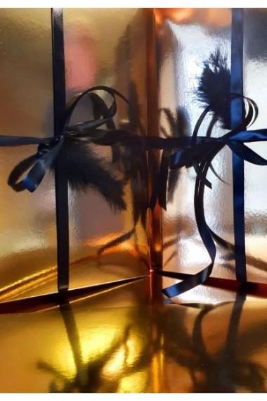 Pompon - złote pudełko do pakowania kompletu bielizny marki LOLITTA